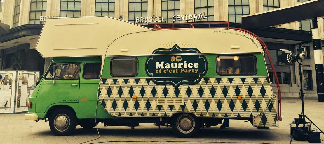 Maurice koffiequeen the world is too round to sit for Mobiel te koop